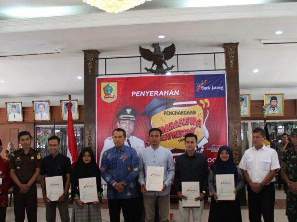 162 Mahasiswa Berprestasi Terima Beasiswa Dari Pemkab Wonogiri