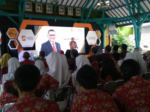 LPS Berikan Beasiswa bagi Siswa Berprestasi SMPN 1 Wonogiri