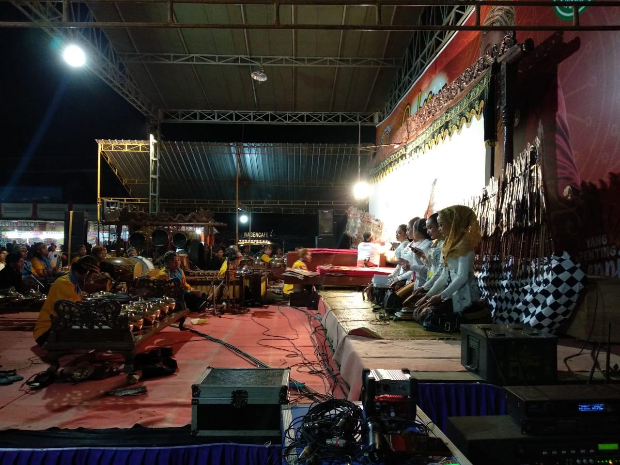 Pentas Musik Keroncong dan Pagelaran wayang Kulit Semalam Suntuk Dalam Rangka Memeriahkan Tradisi Grebeg Suran