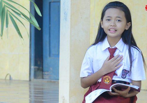 Lebih Dekat dengan Dinda, Jawara Menyanyi Paranggupito