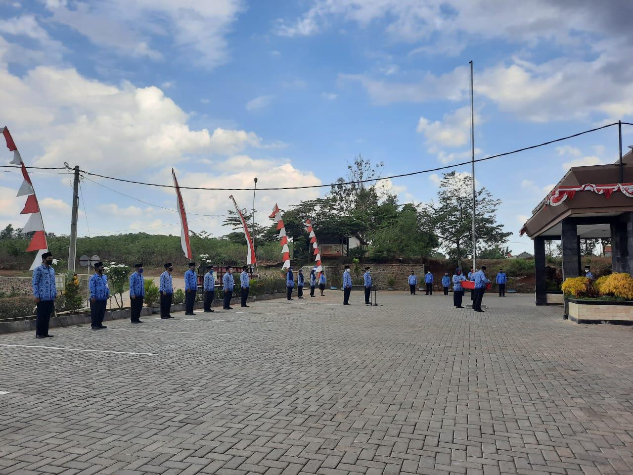 Dinas P dan K Gelar Upacara Penurunan Bendera Merah Putih 17 Agustus 2020