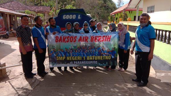 Guru dan Karyawan SMPN 1 Baturetno Bantu Air Bersih di Paranggupito