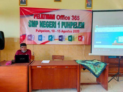 SMP Negeri 1 Puhpelem Gelar Pelatihan Office 365